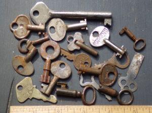 Antique Hardware – Various Old Vintage Keys